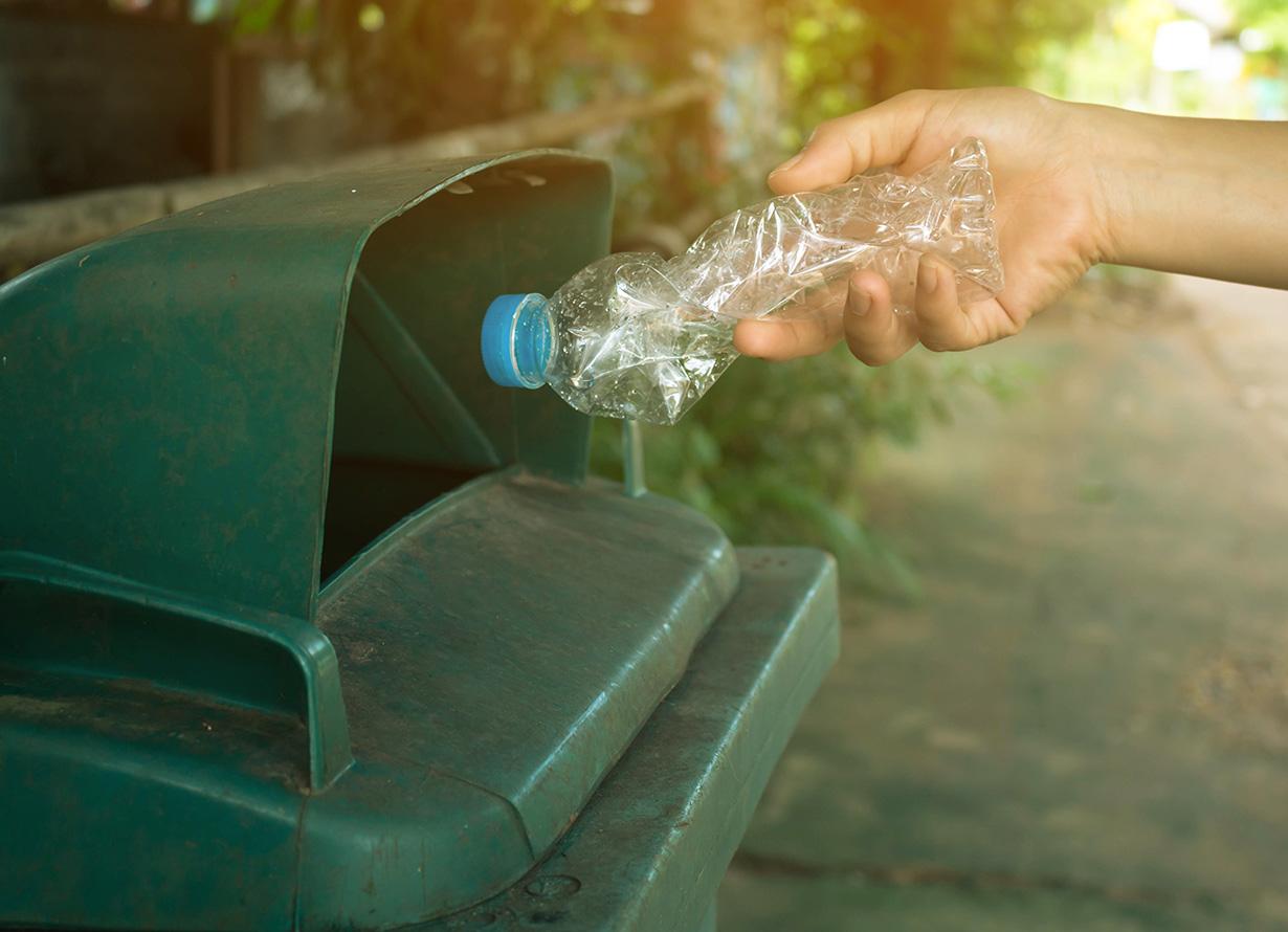 Destinos do lixo urbano: aterro sanitário e lixão - Portal de Educação do  Instituto Claro