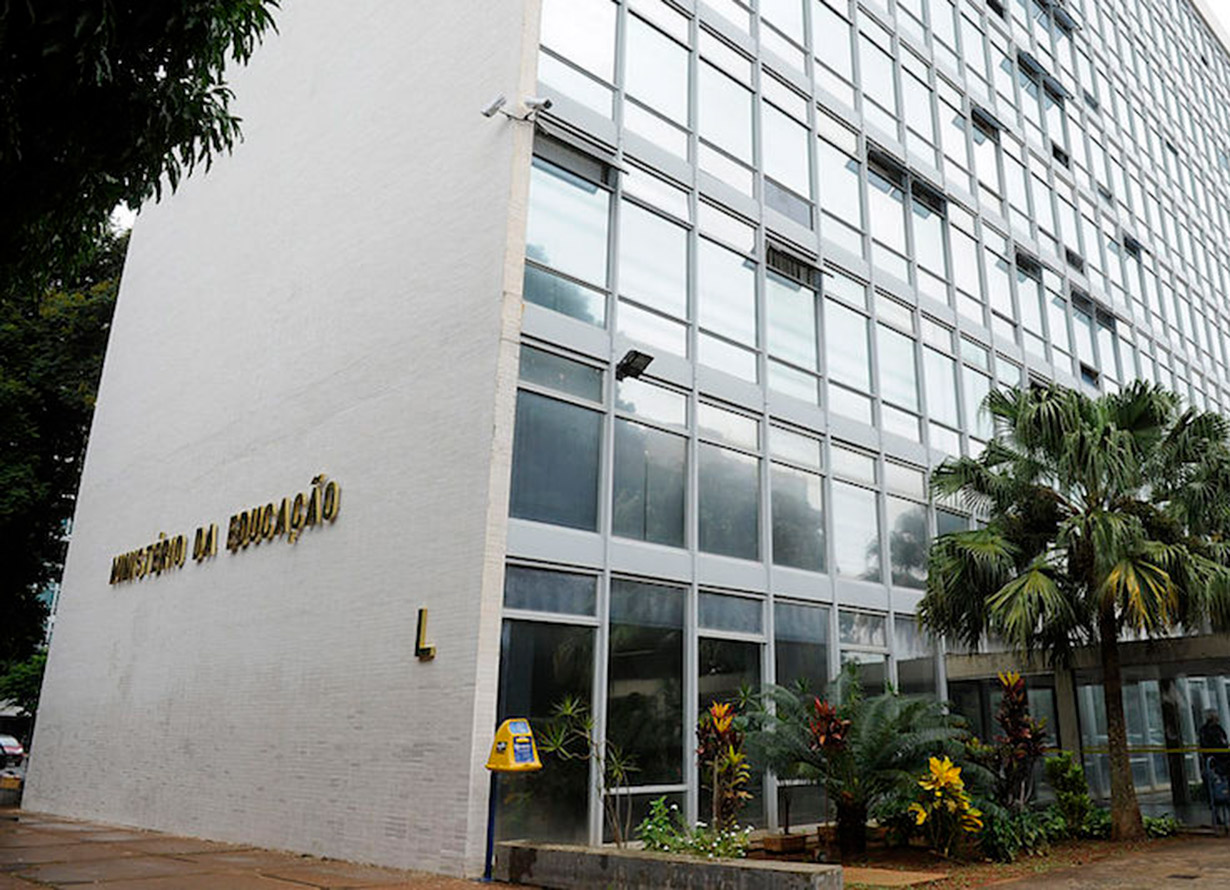 Foto da fachada do prédio do Ministério da Educação