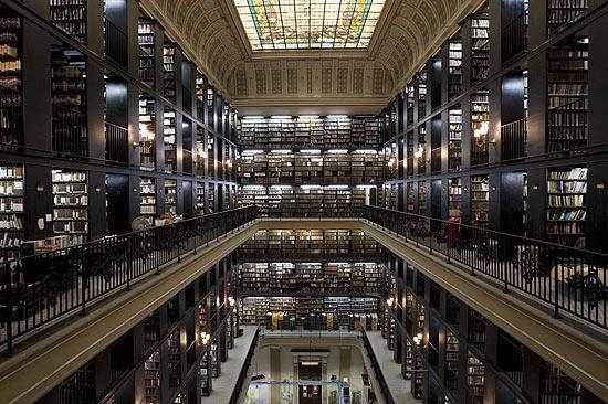 Imagem interna da Biblioteca Nacional do Rio de Janeiro