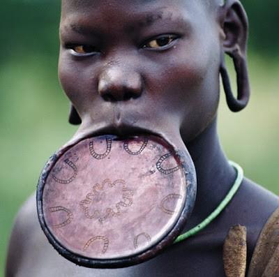 Foto de uma mulher do povo surma