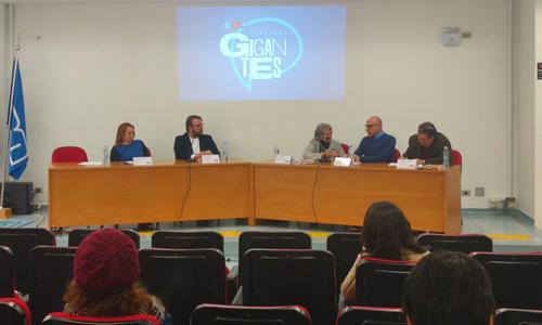 Foto de pessoas em uma plateia observando um debate do Diálogos Gigantes