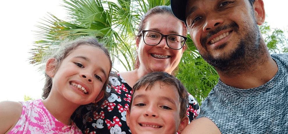 Pais e mães com deficiência ensinam aos filhos sobre a importância da diversidade